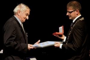 Bratr Sása oceněn medailí starosty. Zdroj foto: Město Turnov
