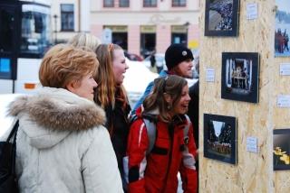 Výstava fotografií na náměstí 22.2.2010